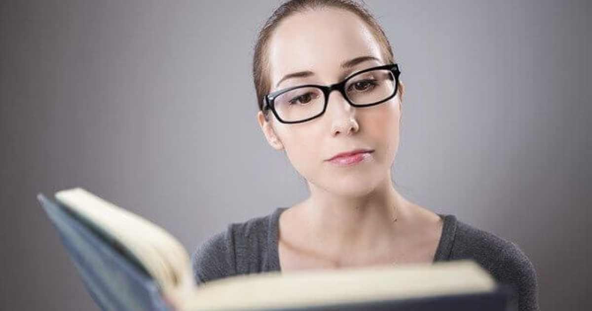 本を読んでる人